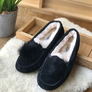 Ugg Black slip-on Moccasins Women's Size 6♥️♥️